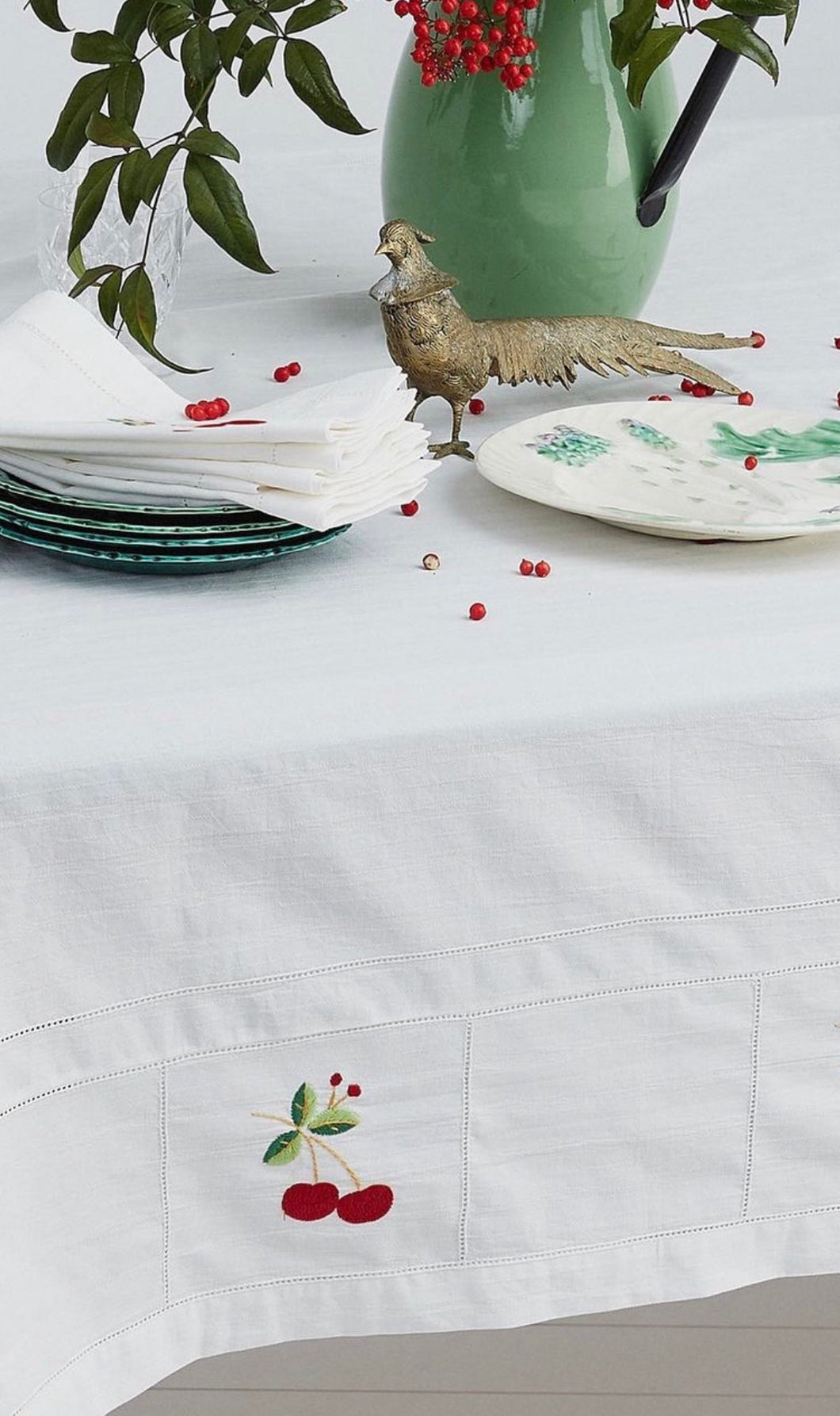 BINNY HOLLY TABLE CLOTH