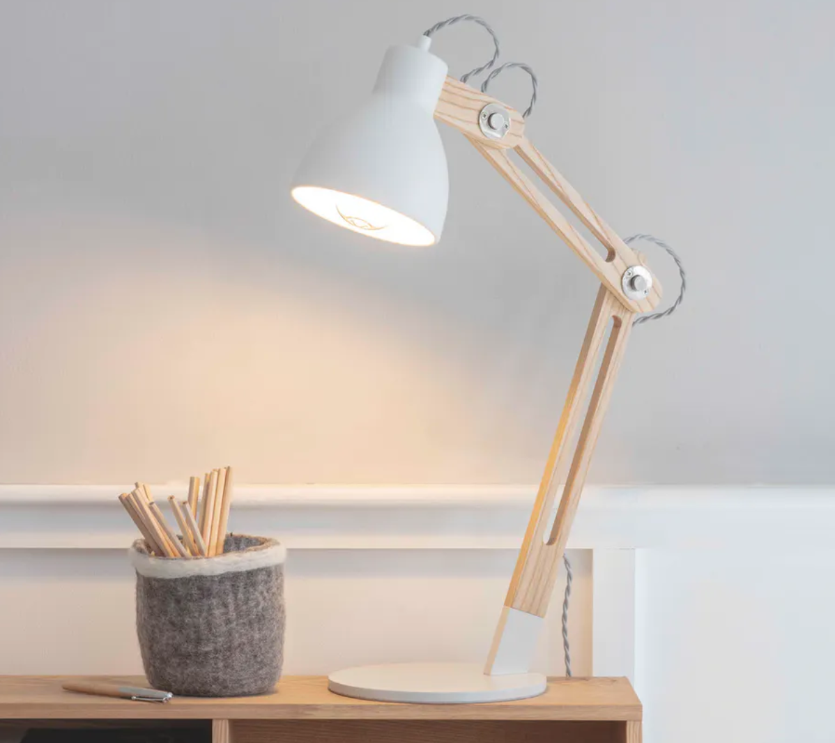 Table/Desk Lamp Oak and White