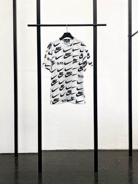BLACK CDG x NIKE Graphic T-Shirt / White