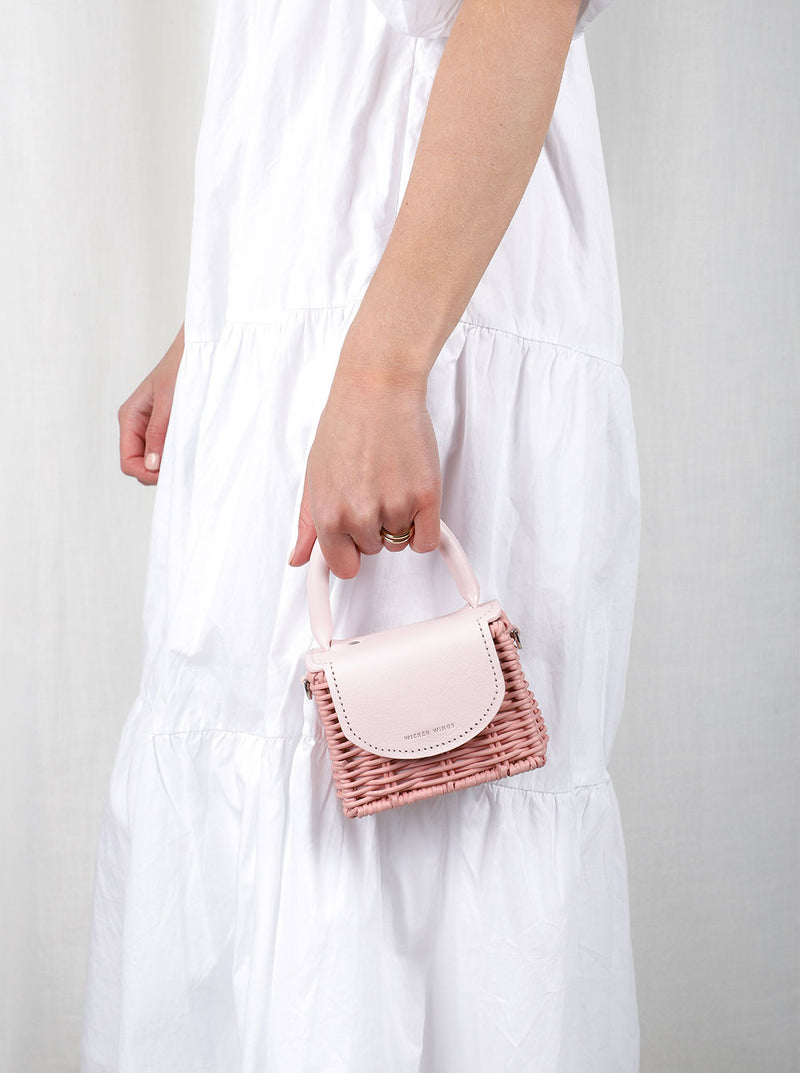 Micro-Babing---Pink---Outfit-with-Strap-1--Wicker-Wings-Wicker-Bag-Bucket-Bag-Bags-for-Women-Designer-Handbags-Beach-Bag-Summer-Bag-Straw-Bag-Black-Bag-Crossbody-Bag-Mini-Bag-Leather.
