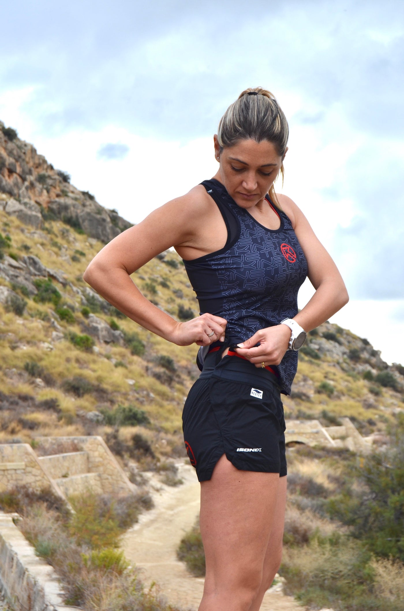 WOMEN TRAILRUNNING SHORTS