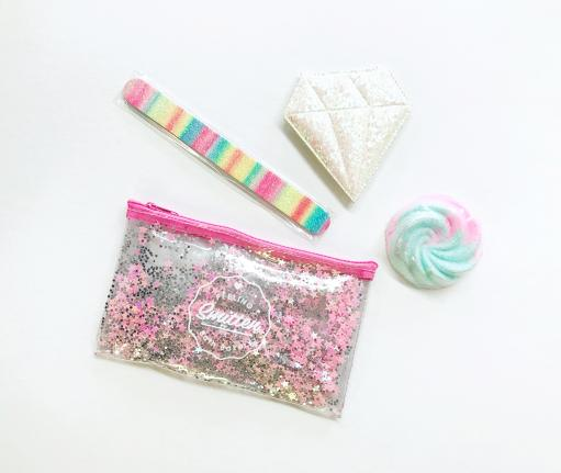 Feeling Smitten Travel Gift Set Bath Bomb, Nail File, Cosmetic Bag and Mirror