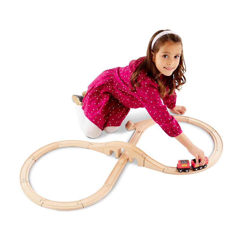 Melissa & Doug Classic Wooden Figure Eight Train Set (22pc)