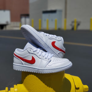 W AIR JORDAN 1 LOW WHITE/UNIVERSITY RED
