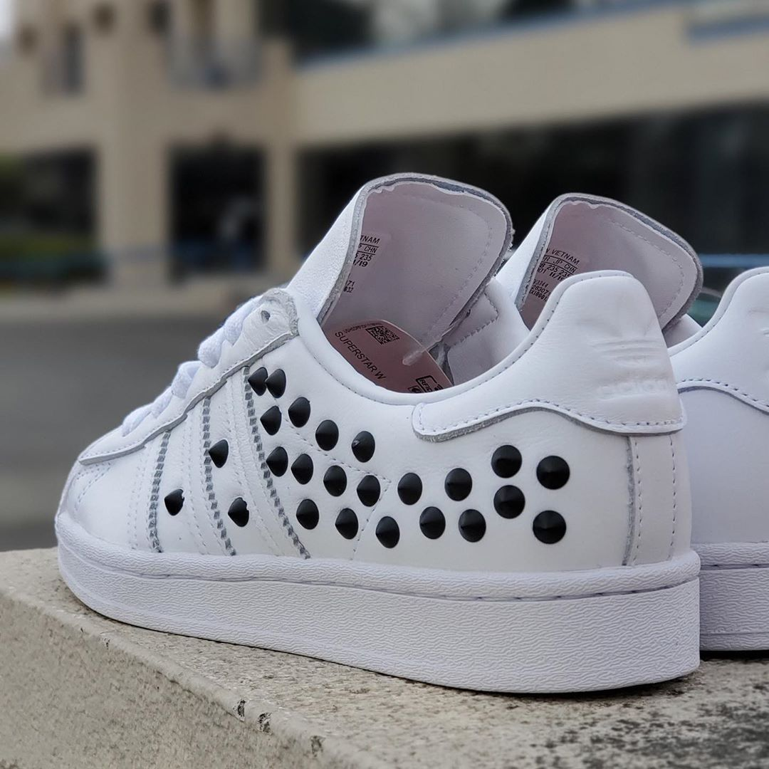SUPERSTAR W WHITE BLACK STUDS