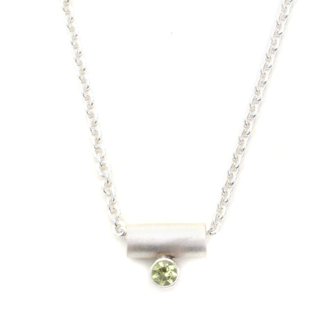 Tiny bar necklace with peridot