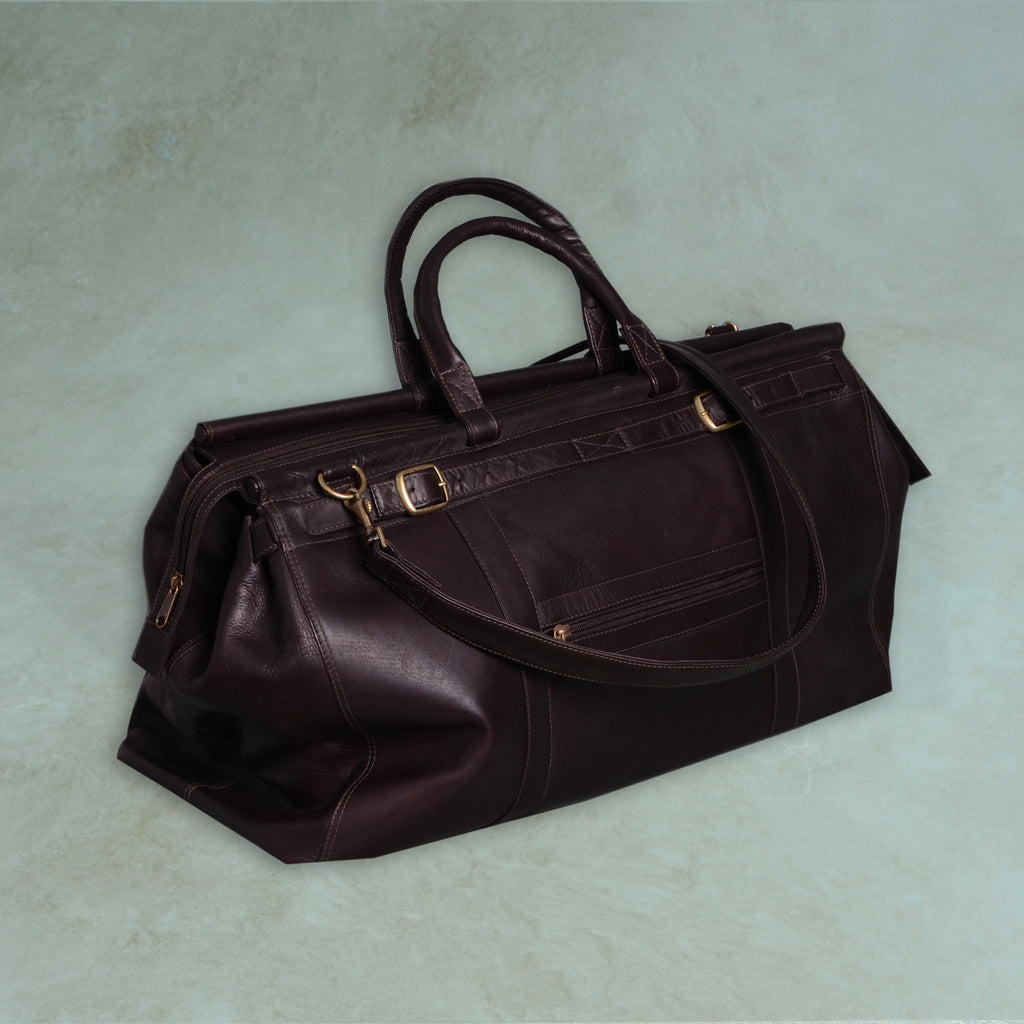 Overnight bag with shoulder strap