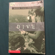 Load image into Gallery viewer, Dive (The Deep) (Gordon Korman) -series