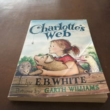 Load image into Gallery viewer, Charlotte's Web (E.B. White) -chapter