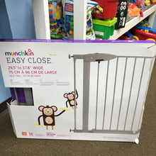 Load image into Gallery viewer, Munchkin baby gate