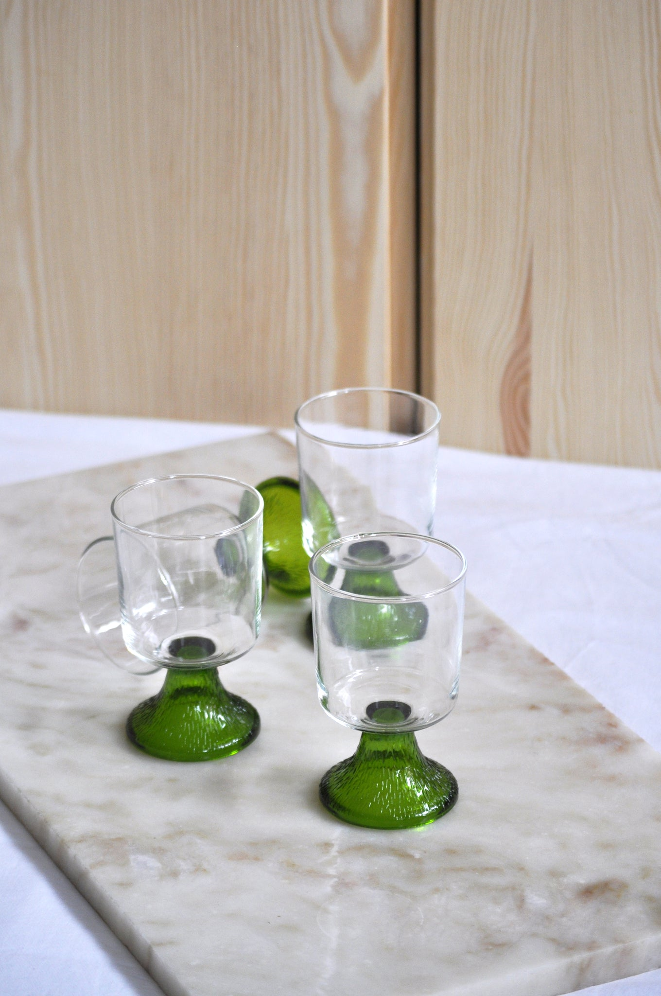 VINTAGE GREEN STRUCTURED FOOT GLASSES - SET OF 4