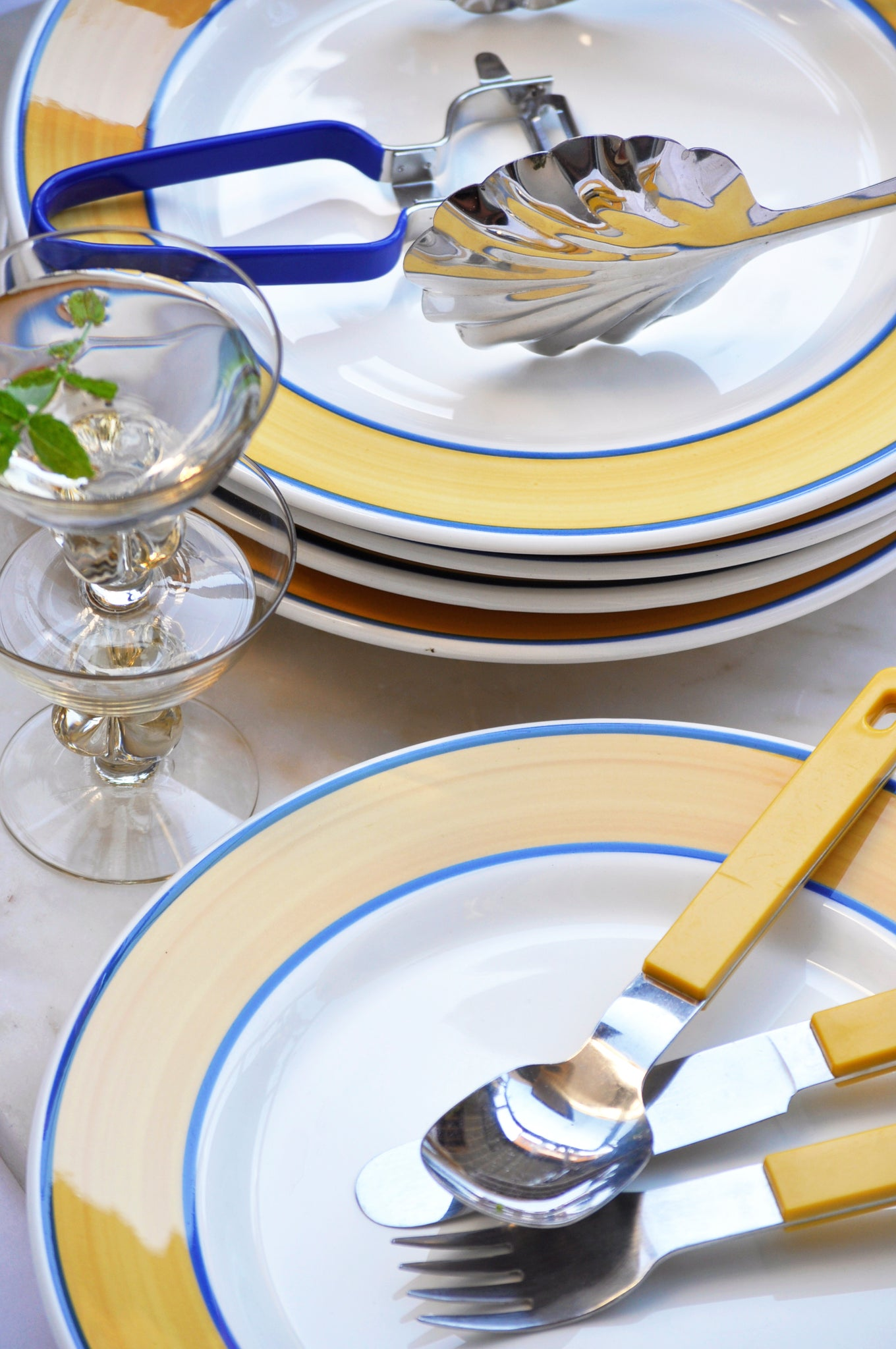 VINTAGE ITALIAN YELLOW AND BLUE STRIPE DINNER PLATES - SET OF 5