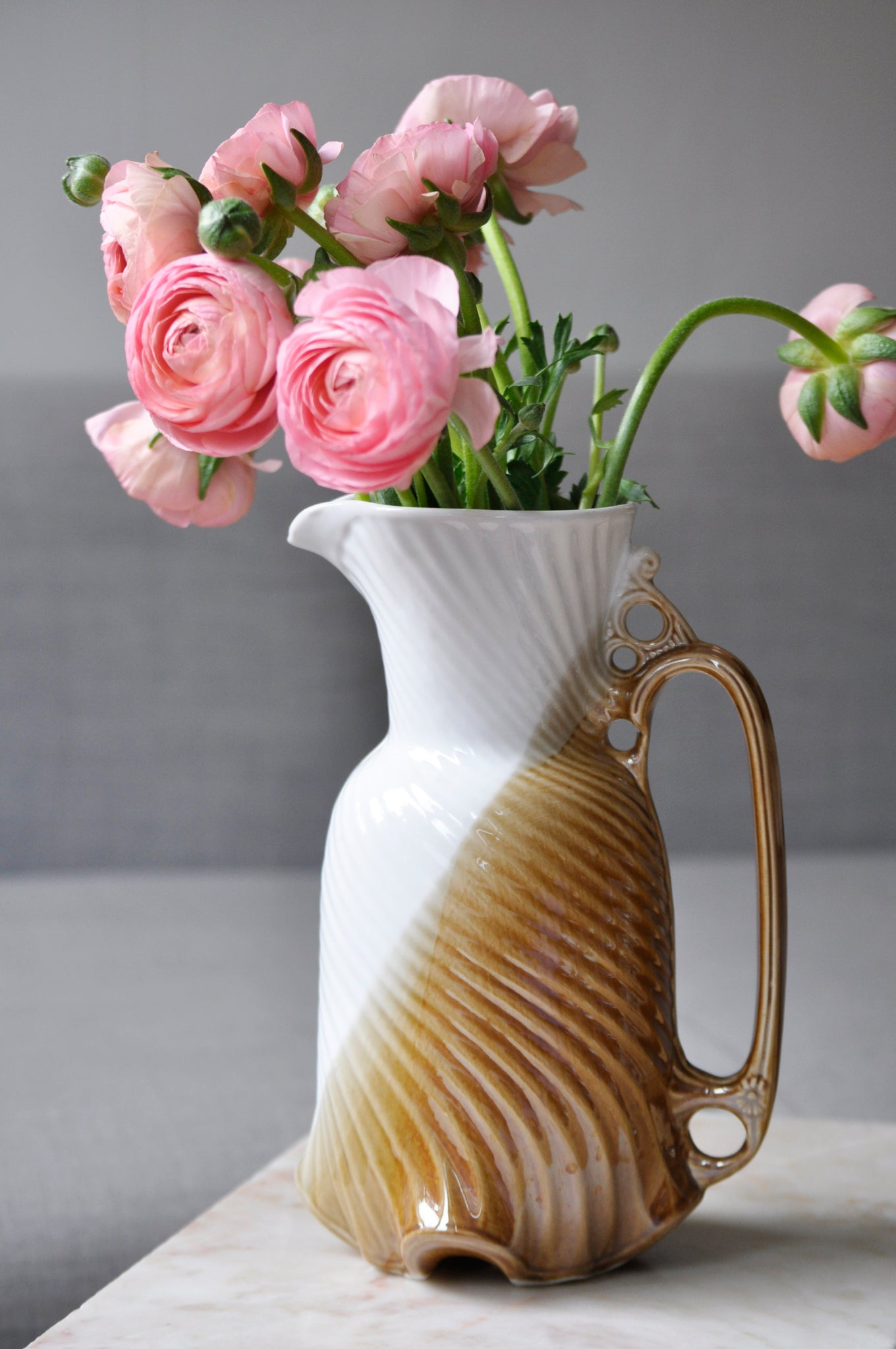 VINTAGE SHELL SHAPED PITCHER