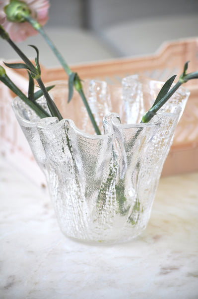 VINTAGE CLEAR STRUCTURED HEAVY GLASS VASE