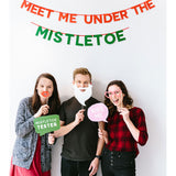 Pearhead's mistletoe kissing booth kit