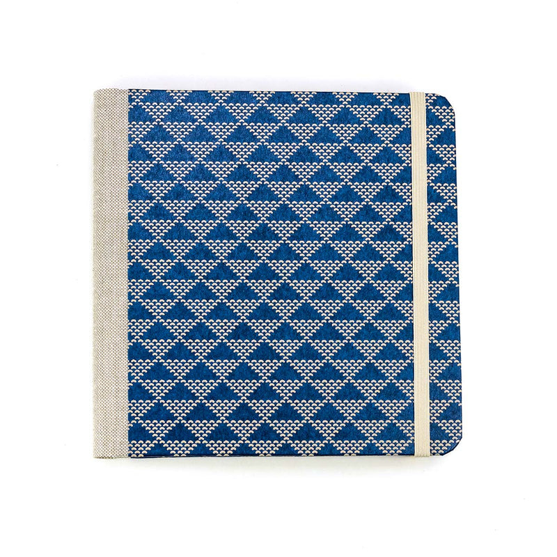 Skizzenbuch / dotted-triangles-on-blue / Lacquered-Yuzen / blanko / 15x15cm / Quadratformat