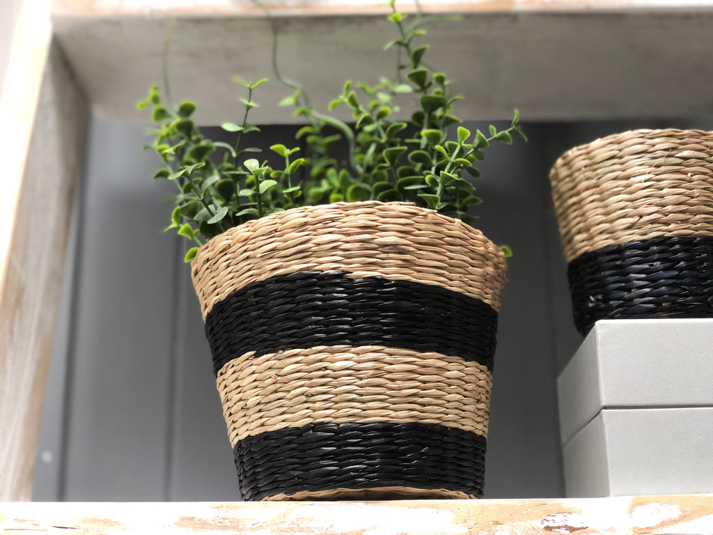 Rattan basket with stripe