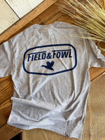 FIELD & FOWL TRIBUTE BADGE SS GRAPHIC TEE