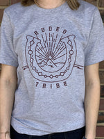 RODEO TRIBE HORSESHOE GRAPHIC TEE