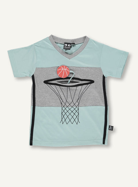 UBANG Basket T-shirt in light blue. It has short sleeves and features a basket net on the front with a pocket and a basketball.
