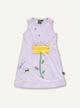 Load image into Gallery viewer, UBANG daisy dress without sleeves in lilac. It has a yellow daisy on the front made of fabric strips and embroided bees are scattered on the front as well.