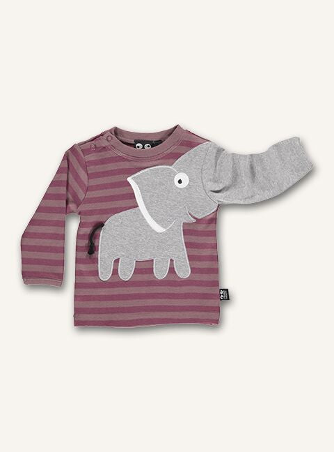 UBANG t-shirt with long sleeves in the colour woodrose. The t-shirt has stripes and the classic elephant application. The elephant is located on the front and the trunk turns into on sleeve of the t-shirt.