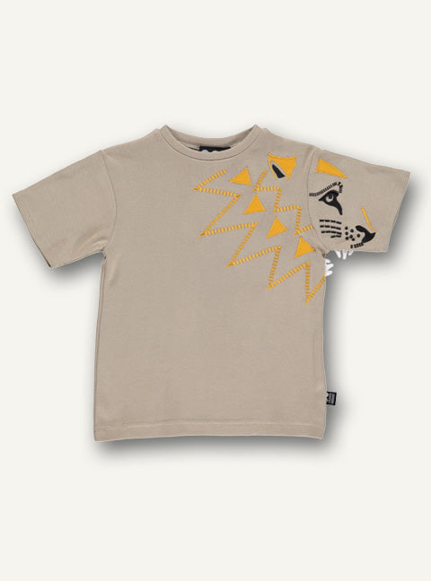 UBANG short-sleeved t-shirt in beige. It has a yellow lion on the front of the t-shirt.