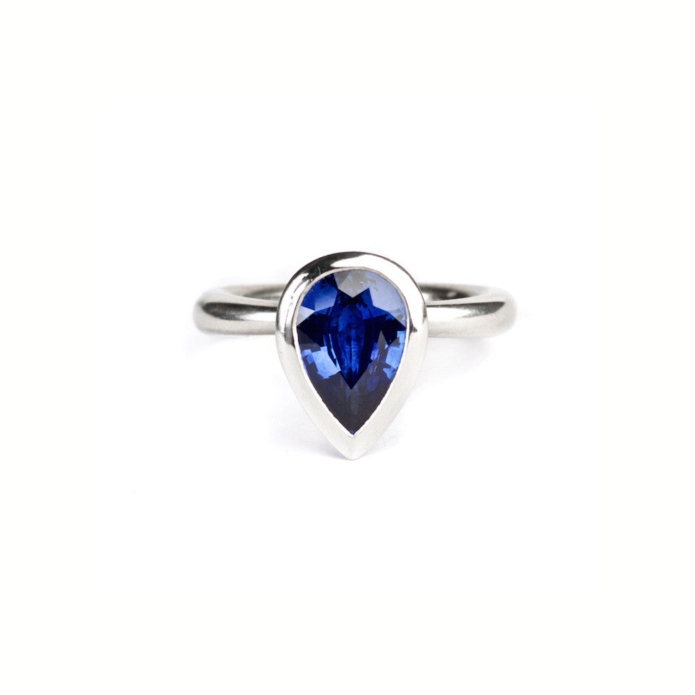 Delphi ring with sapphire pear gemstone