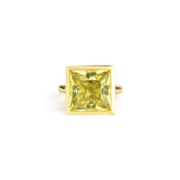 Delphi ring with lemon quartz
