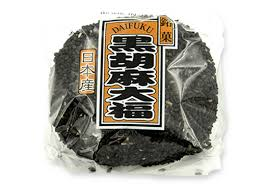 Black Bean Rice Cake Stuffed with red sweet bean / 黒胡麻大福 110g - Konbiniya Japan Centre