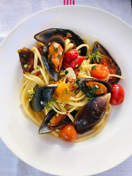 Mussel and pan-roasted tomato linguine