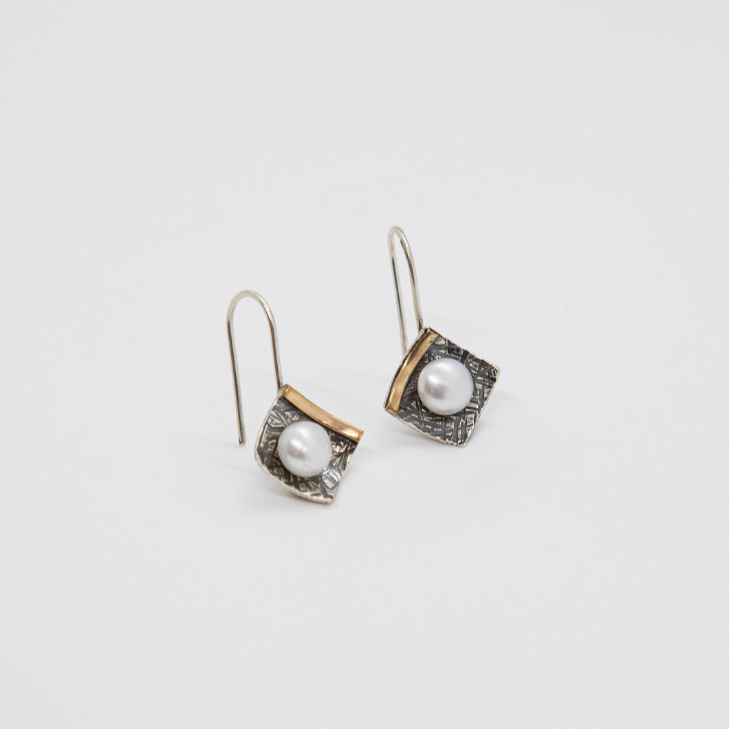 SMALL SQUARE EARRINGS WITH 14KGF AND PEARLS