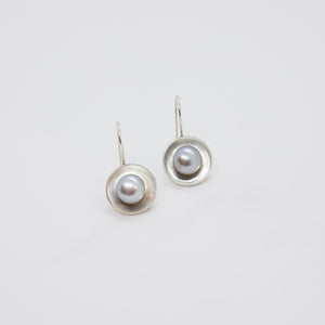 CUP EARRINGS WITH PEARLS