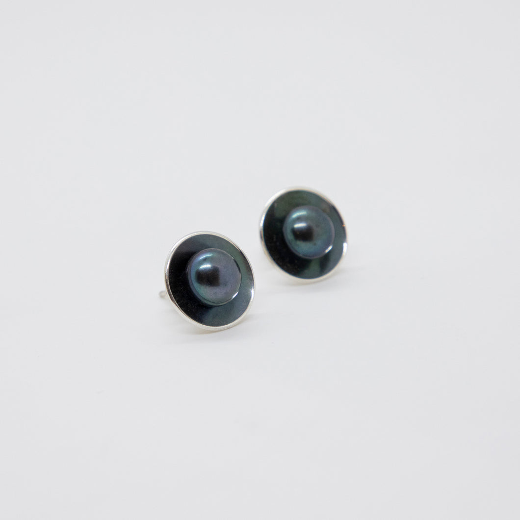 LARGE CUP POST EARRINGS WITH PEARL