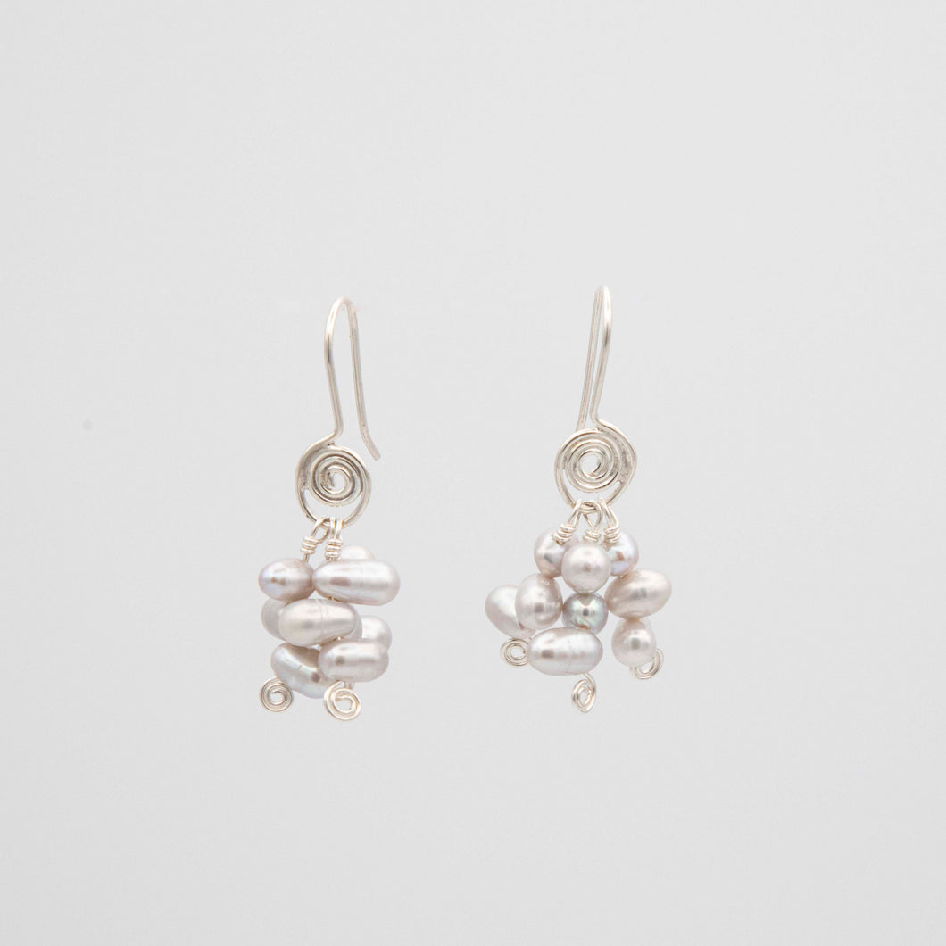 SPIRAL EARRINGS WITH GREY FRESHWATER PEARLS