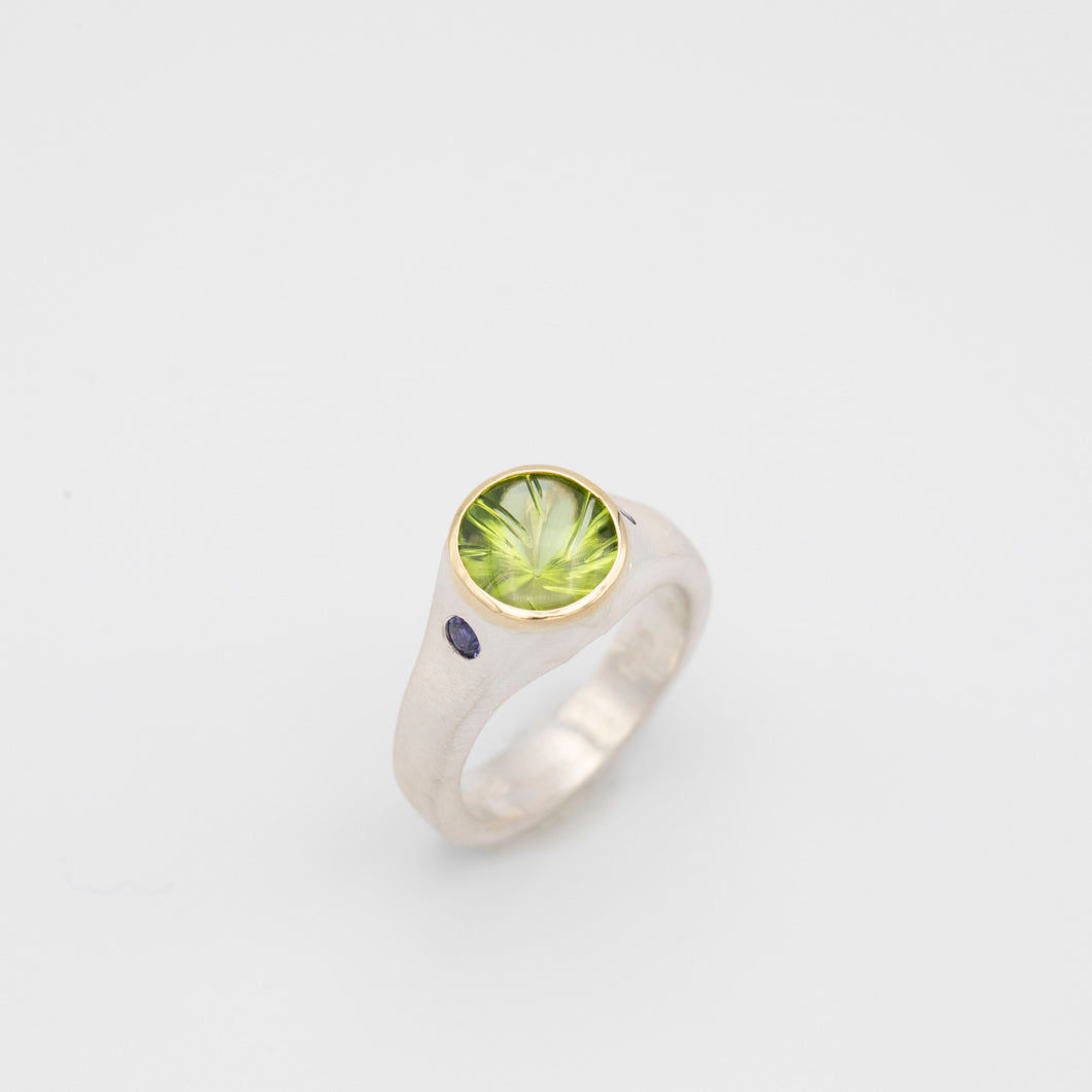 SPIRAL CUT PERIDOT AND SAPPHIRE RING