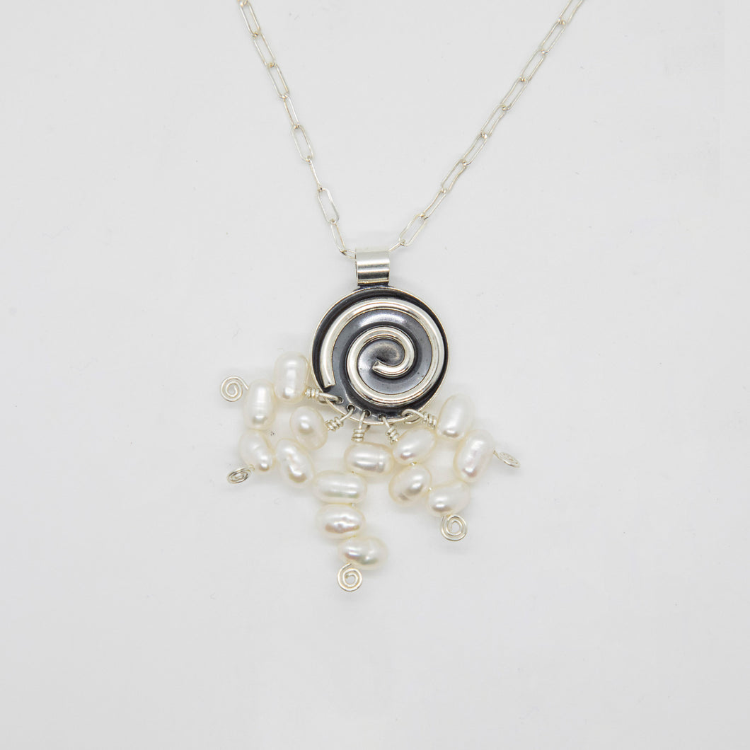 SPIRAL PENDANT WITH FRESHWATER PEARLS