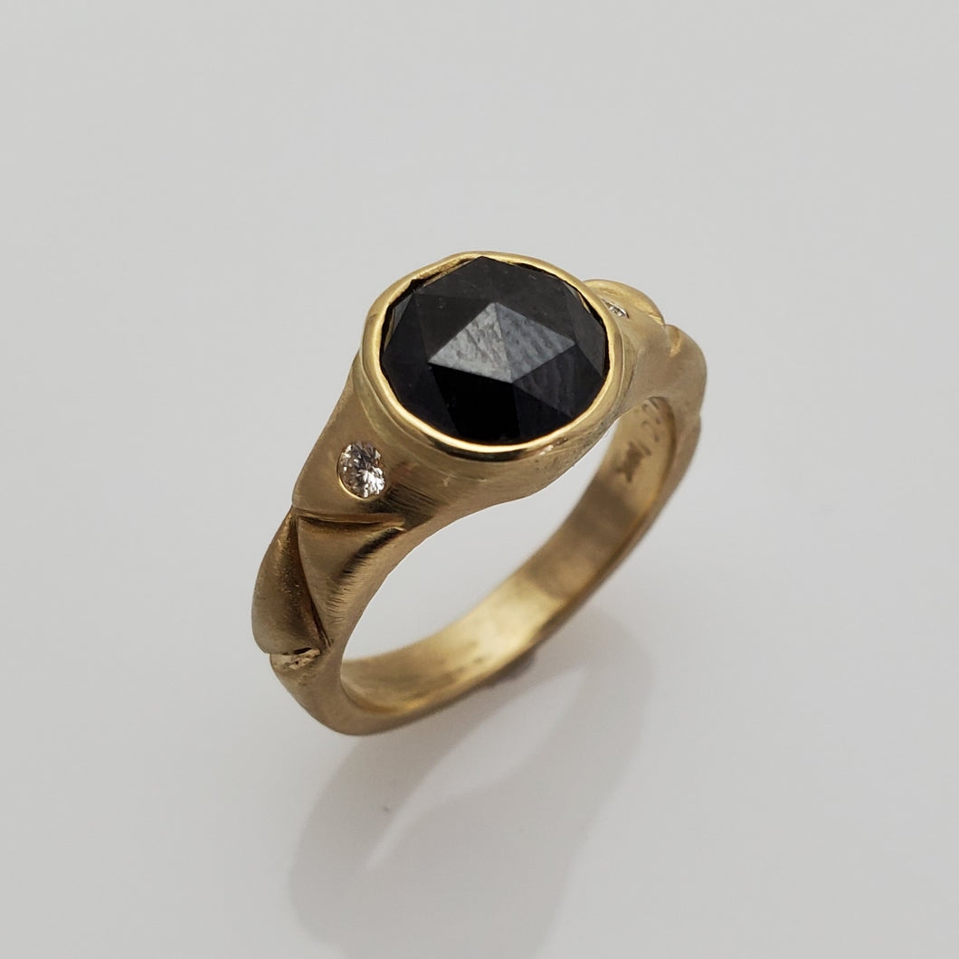 BLACK DIAMOND RING IN GOLD