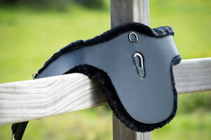 HFI STUD GUARD GIRTH - LEATHER / SYNTHETIC FUR - BLACK