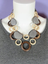 Load image into Gallery viewer, Tagua Morona Necklace - 2 colors
