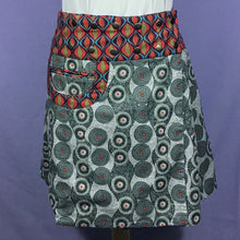 Load image into Gallery viewer, Reversible Snap Skirt - Luna Flower/Granite Gray