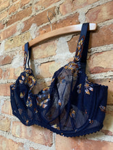 Load image into Gallery viewer, Prima Donna Summer Vertical Seam - 34G Left!