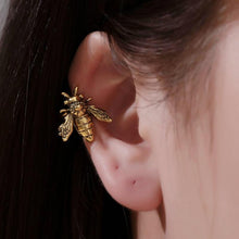 Load image into Gallery viewer, Little Bee Ear Cuff Earring
