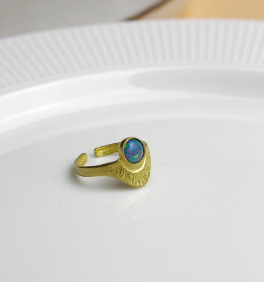 Messing Ring Art Deco mit dunkelblauem Opalstein