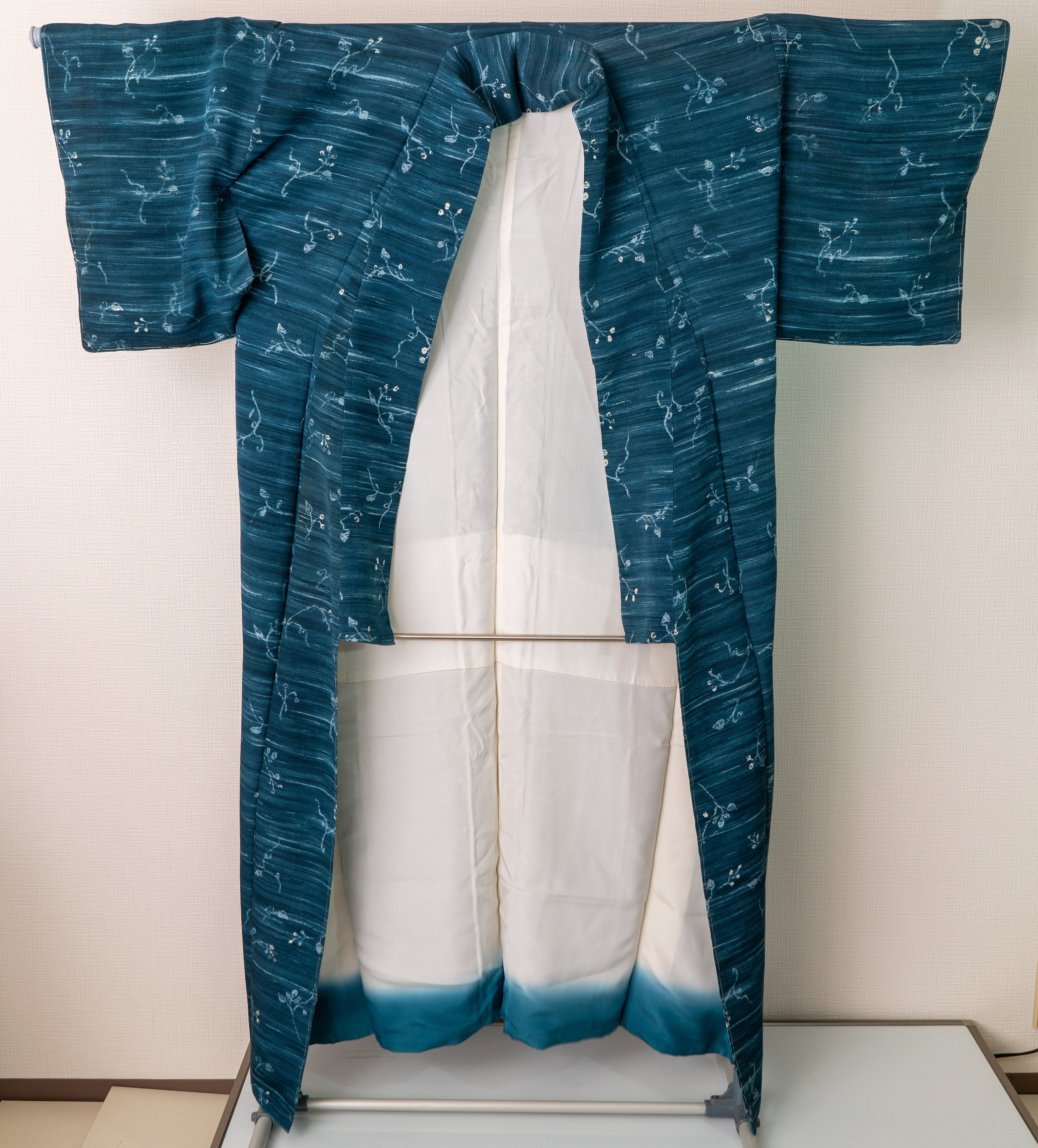 Small Unused Floral Blue Kimono Horizontal Streaking Authentic Vintage Traditional Silk Japanese