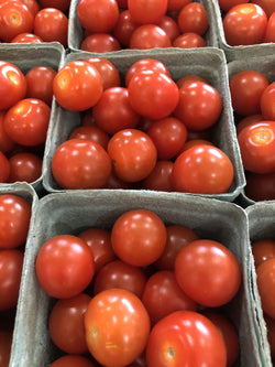 red cherry tomatoes/tomates cerise rouge