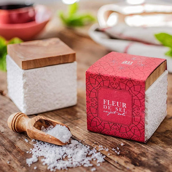 Fleur de sel in a stone pot with olive wood lid - Marqt.no