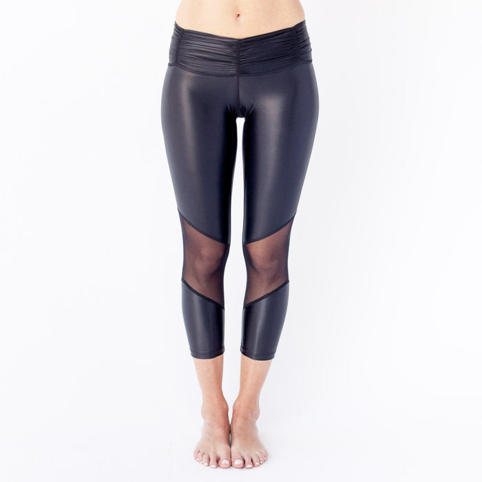 Chill-By-Will-Fall-Black-Shiny-Metal-Love-Crop-1