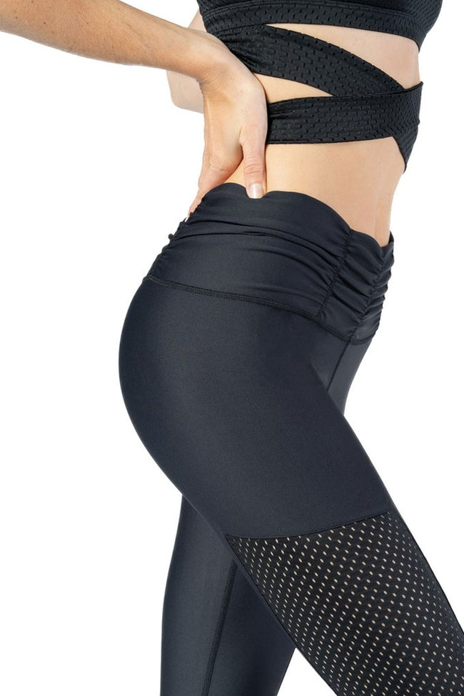 Comfortable legging with adjustable scrunched waistband and side panel detail form Chill By Will