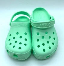 Laden Sie das Bild in den Galerie-Viewer, Crocs Classic Clog K mint